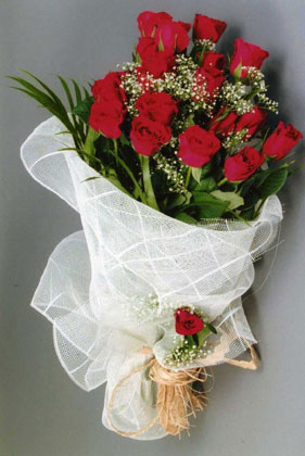 10 adet kirmizi güllerden buket çiçegi  Türkiye hediye sevgilime hediye çiçek