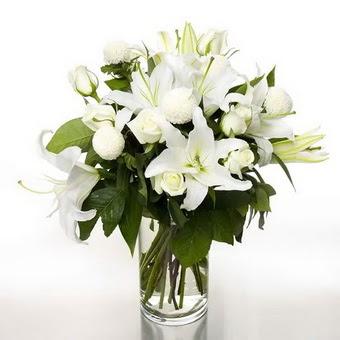 Türkiye kaliteli taze ve ucuz çiçekler  1 dal cazablanca 7 adet beyaz gül vazosu