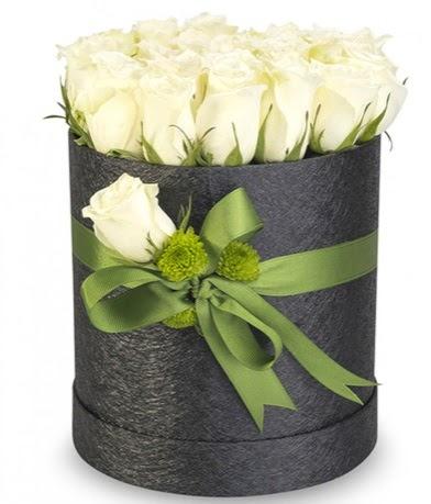 27 adet beyaz gülden görsel kutu çiçeği  Türkiye çiçek , çiçekçi , çiçekçilik