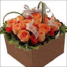 kare sandikta 11 gülllerden   Türkiye çiçek gönderme