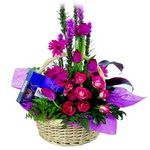 çikolata ve sepette çiçek   Türkiye kaliteli taze ve ucuz çiçekler