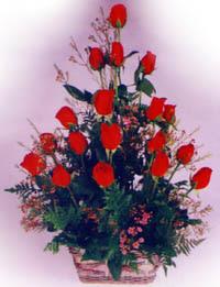 sevenlere özel sepet içerisinde 11 adet kirmizi gül  Türkiye çiçek satışı