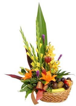 Türkiye çiçek satışı  SEPET IÇERISINDE MEVSIM ÇIÇEK VE MEYVALARI