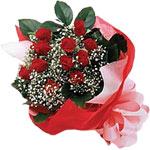 Türkiye çiçek satışı  KIRMIZI AMBALAJ BUKETINDE 12 ADET GÜL