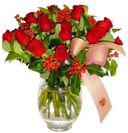 Türkiye çiçek gönderme  11 adet kirmizi gül  cam aranjman halinde