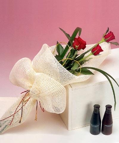 3 adet kalite gül sade ve sik halde bir tanzim  Türkiye ucuz çiçek gönder