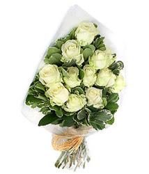 Türkiye çiçek online çiçek siparişi  12 li beyaz gül buketi.