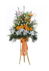 Türkiye uluslararası çiçek gönderme  Kazablanka, gerbera ve güllerle hazirlanmis ferfor