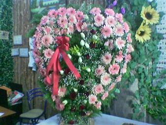 Türkiye yurtiçi ve yurtdışı çiçek siparişi  SEVDIKLERINIZE ÖZEL KALP PANO