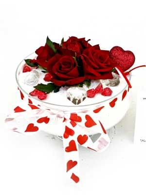 Türkiye ucuz çiçek gönder  7 adet gül cam içinde ve süslemeler şık bir çiçek