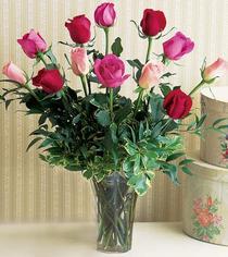 Türkiye uluslararası çiçek gönderme  12 adet karisik renkte gül cam yada mika vazoda