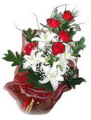 Türkiye 14 şubat sevgililer günü çiçek  5 adet kirmizi gül 1 adet kazablanka çiçegi buketi