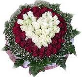 Türkiye uluslararası çiçek gönderme  27 adet kirmizi ve beyaz gül sepet içinde