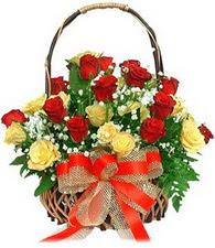 Türkiye çiçek yolla , çiçek gönder , çiçekçi   11 sari 8 kirmizi gülden sepet tanzimi
