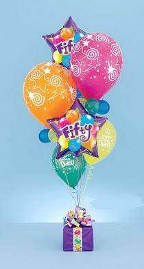 Türkiye güvenli kaliteli hızlı çiçek  15 adet uçan balon ve küçük kutuda çikolata