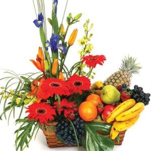 Meyva ve çiçeklerden olusmus hediye sepeti  Türkiye çiçek gönderme