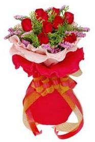 Türkiye internetten çiçek satışı  8 Adet kirmizi güllerden buket tanzimi