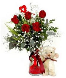 Türkiye hediye sevgilime hediye çiçek  5 adet kirmizi gül ve pelus ayicik kalp çubuk