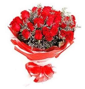 Türkiye uluslararası çiçek gönderme  12 adet kırmızı güllerden görsel buket