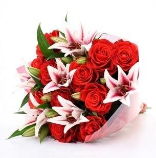 Türkiye hediye çiçek yolla  3 dal kazablanka ve 11 adet kırmızı gül