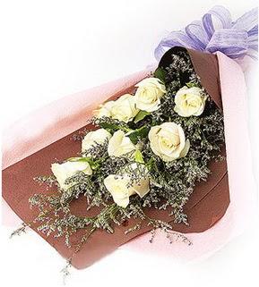 Türkiye çiçek siparişi sitesi  9 adet beyaz gülden görsel buket çiçeği