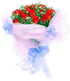 Türkiye çiçekçi telefonları  11 adet kırmızı güllerden buket modeli
