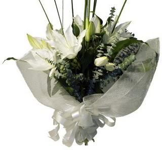 Türkiye çiçek gönderme  2 dal kazablanka çiçek buketi