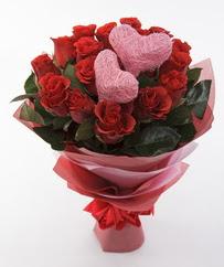 12 adet kırmızı gül ve 2 adet kalp çubuk  Türkiye internetten çiçek siparişi