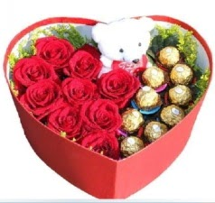 Kalp içerisinde 8 gül 9 çikolata ve ayıcık  Türkiye ucuz çiçek gönder
