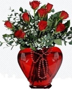 Kalp cam mika içinde 9 adet kırmızı gül  Türkiye çiçek satışı