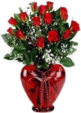 Cam kalp içerisinde 15 kırmızı gül  Türkiye çiçek siparişi vermek