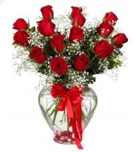 11 adet kırmızı gül cam kalpte  Türkiye çiçekçi mağazası