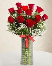 11 Adet kırmızı gül 1 adet kalp çubuk vazoda  Türkiye çiçek gönderme