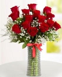 10 kırmızı gül cam vazo içerisinde  Türkiye çiçek yolla