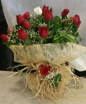 Kız isteme çiçeği 20 kırmızı 1 beyaz  Türkiye çiçekçi telefonları