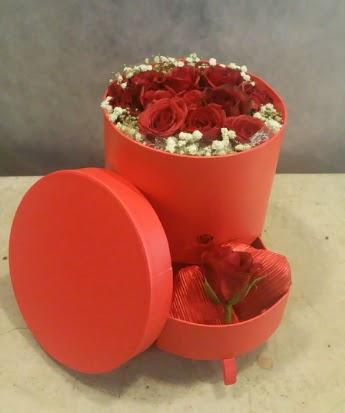 Çekmeceli kutu içerisinde çikolata ve güller  Türkiye çiçek yolla , çiçek gönder , çiçekçi