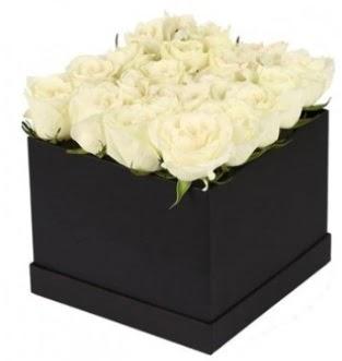 Kare kutuda 19 adet beyaz gül aranjmanı  Türkiye online çiçekçi , çiçek siparişi