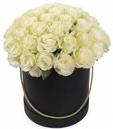 33 Adet beyaz gül özel kutu içerisinde  Türkiye çiçek satışı